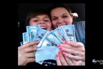O femeie din SUA a gasit 11.000 de dolari pe strada. Care a fost primul lucru pe care l-a facut. FOTO