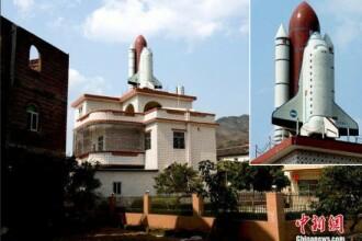 Un chinez a construit o copie a unei nave spatiale pe acoperisul casei sale. Cum isi motiveaza gestul