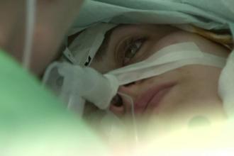 Operatie pe creier extrem de dificila, in Romania. Pacienta a fost trezita de medici in mijlocul interventiei
