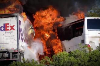 Accident urmat de incendiu, in SUA. Bilantul autoritatilor: Cel putin 10 oameni au murit, iar 30 au fost grav raniti