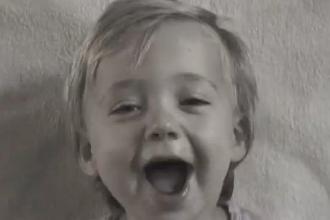Un tata din Olanda a realizat un videoclip, in care se vede cum fiica lui se transforma din bebelus in adolescenta
