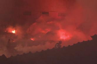 Incendiu devastator in Orastie: doua depozite au ars complet. Peste 50 de pompieri s-au luptat cu flacarile
