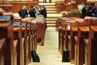 Senatul si-a suspendat sedinta pentru ca senatorii PSD sa semneze plangerea penala impotriva lui Traian Basescu
