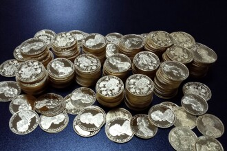11 kilograme de aur, descoperite sub capota unei masini la vama Cenad. Ce au declarat cei doi barbati care le detineau. FOTO