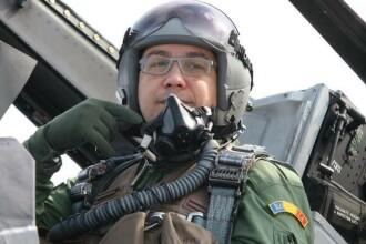 Victor Ponta, copilot pe un avion F16. Premierul a zburat impreuna cu un pilot american: