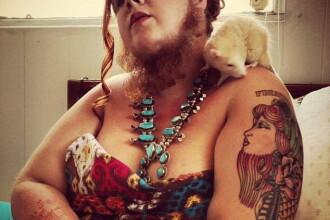 Cum arata femeia din Statele Unite cu o barba record, de aproape 30 de centimetri. FOTO