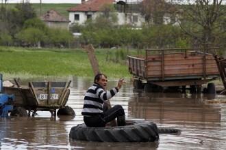 COD PORTOCALIU de inundatii in 8 judete, valabil pana vineri. Avertizare de ploi si vant puternic in sudul tarii