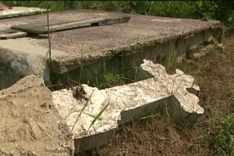 Dosar de profanare de morminte deschis la Dej dupa ce usa unui cavou a fost gasita deschisa