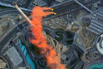 VIDEO. Au sarit de pe cea mai inalta cladire din lume. Imagini unice din timpul