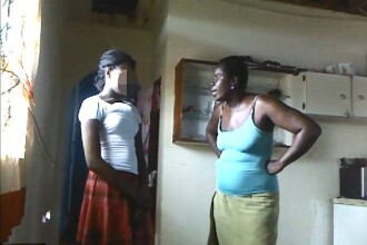 Corectia brutala a unei mame pentru fiica de 12 ani care a pozat pe Facebook aproape dezbracata. VIDEO