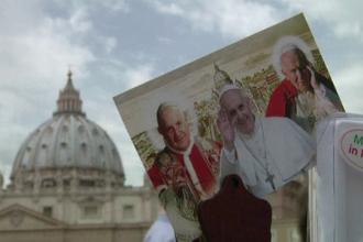 Vaticanul a comprimat secole de istorie in numai 9 ani. Ce mai inseamna un miracol in drumul de la Papa la Sfant in 2014