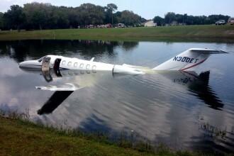 Pilotul unui avion privat a ratat pista de aterizare. Unde a ajuns aparatul de zbor cu pasageri cu tot