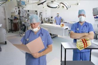 Managerul Spitalului de Arsi si alti doi medici, arestati in dosarul operatiilor estetice. Cercetarile vizeaza si 9 pacienti