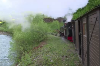 Peisaj feeric pe Valea Vaserului. Faimoasa Mocanita este pregatita sa va plimbe in locuri spectaculoase