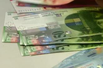 Creditele in franci elvetieni ar putea fi platite de cei indatorati la cursul la care au luat imprumutul