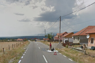 Descoperirea facuta de Google pe un drum judetean din Gorj. Motivul pentru care 2 femei au deviat circulatia