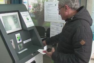 Gata cu cozile pentru permisul de acces in Delta Dunarii sau pentru cel de pescuit. Turistii pot plati de acum la bancomat
