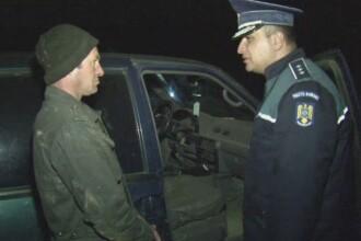 Braconieri pregatiti de vanatoare, depistati in judetul Tulcea. Ce au gasit politistii in masina lor