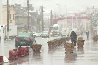 COD GALBEN de ploi, ninsori si vant puternic in jumatate de tara, pana marti seara. HARTA zonelor afectate