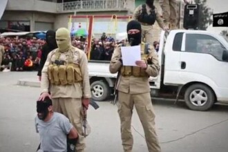Noua atrocitate marca Statul Islamic. Teroristii au decapitat si crucificat, in public, patru barbati acuzati de furt