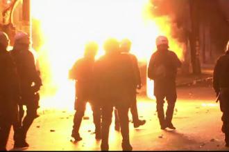 Proteste in Grecia. Anarhistii au atacat cu pietre si cocktailuri Molotov fortele de politie, in centrul Atenei