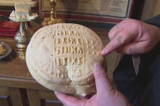 Traditia de la prepararea anafurei pentru Inviere. In Oltenia se foloseste o pecete cu simboluri religioase
