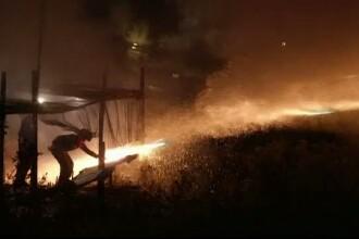 Dare de foc si bubuituri, in noaptea de Inviere. Obiceiul vechi de 125 de ani, respectat de enoriasii greci
