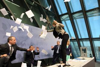 Presedintele BCE a fost atacat in direct de o tanara care a cerut