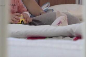 O fetita de doi ani din Bacau, in stare grava la spital pentru a doua oara in ultimele luni. De ce au sesizat medicii politia