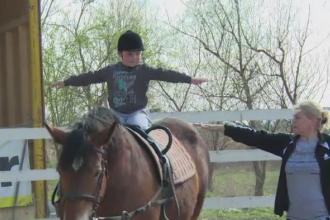 Terapie prin cai pentru copii bolnavi de autism sau Sindromul Down. Initiativa pe bani europeni a unei asociatii din Alba