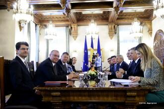 Consultari la Palatul Cotroceni. Klaus Iohannis a anuntat promulgarea a doua noi legi pana la jumatatea lunii mai