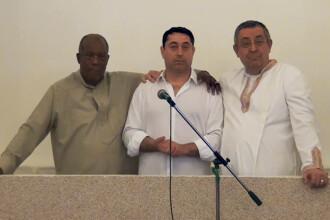 Fostul ministru Cristian David s-a botezat duminica intr-o biserica din Militari. Ceremonie live si discurs tinut in apa