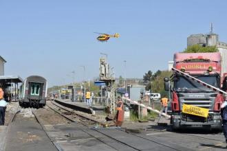 Cel putin 30 de raniti dupa ce un tren de pasageri a lovit un camion, in Franta. Doua persoane sunt in stare grava