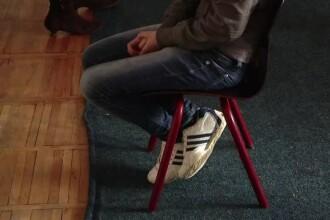 Ancheta la un camin de copii cu handicap. O educatoare a batut un baiat bolnav pana i-a invinetit picioarele