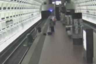 Scene tensionate la metroul din Washington. Cativa calatori si-au riscat viata pentru un strain care a cazut pe sine