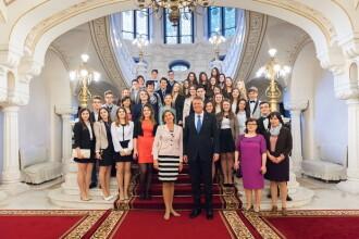 Carmen Iohannis si-a adus elevii din Sibiu in excursie la Bucuresti. Copiii au fost primiti de presedintele Klaus Iohannis