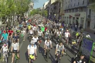 Strazile Capitalei au fost invadate de biciclisti. Peste 8.000 de oameni care prefera sa circule pe doua roti au protestat