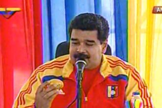 A aruncat cu un mango in presedintele Venezuelei si a primit in schimb o locuinta: