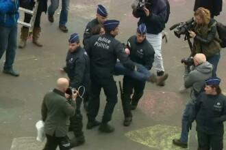 40 de tineri, arestati in Belgia in urma protestelor ilegale. Un sofer a intrat cu masina in multime si a ranit o femeie