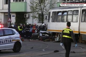 Accident extrem de grav in Capitala. O masina a fost spulberata de un tramvai, iar soferul a ramas incarcerat sub roti