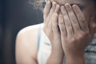 O tanara din India, drogata si violata de aceiasi barbati care au atacat-o si acum 3 ani. Teroarea sub care traieste fata