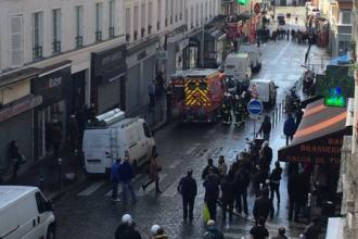 Doua strazi din Paris, blocate de politie. France Info: Un barbat inarmat a tras focuri de arma si s-a baricadat in casa