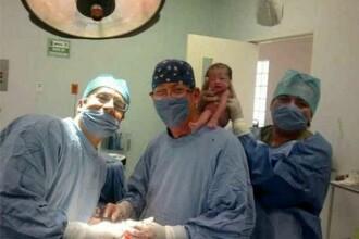 Aceasta imagine a starnit un val de ura impotriva celor 3 medici. Ce au facut cu bebelusul imediat dupa ce a venit pe lume