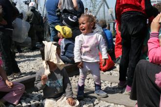 Refugiatii care ar putea fi deportati ameninta cu sinucideri in masa si