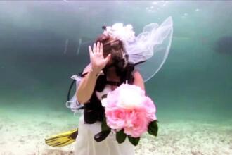 Nunta subacvatica, cea mai noua moda printre indragostiti. Metoda prin care mirii pot vorbi cu preotul