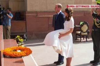 Printul William si Kate Middleton, in vizita in India. Rochia Ducesei i-a creat probleme in timpul unui moment de reculegere