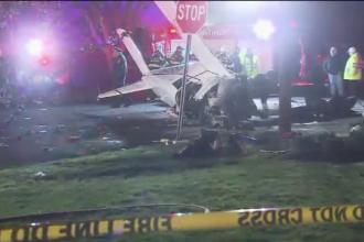 Un avion de mici dimensiuni s-a prabusit intr-un cartier rezidential din New York. La bord se aflau doua persoane
