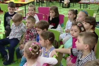 Copiii de la gradinitele din Iasi invata tainele economiei. Despre investitii si bani, intr-o piesa de teatru cu Pinocchio