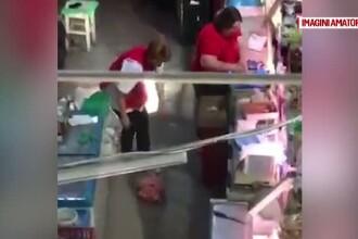 Imagini revoltatoare filmate de un client intr-un magazin. Ce face vanzatoarea cu o bucata de carne scapata pe jos