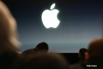 Apple nu mai este cea mai mare companie din lume. Miscarea de 1 mld. dolari a lui Tim Cook pentru a-si recapata suprematia